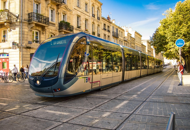 Photo du tramway de Bordeaux dans le centre ville