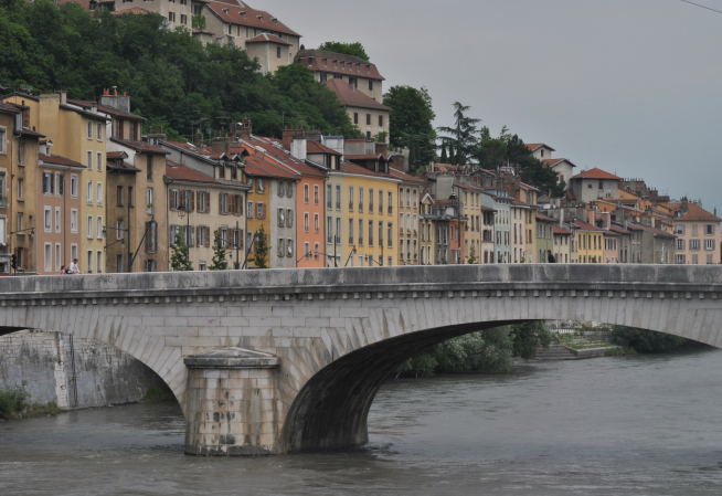 Photo de Grenoble, le long du pont
